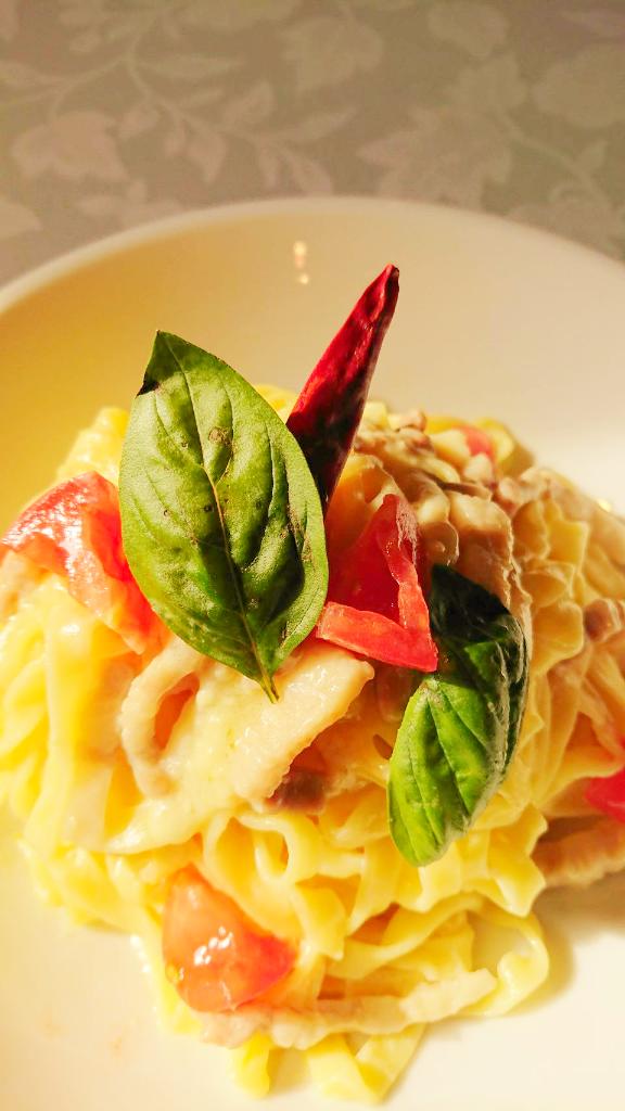 パンチェッタとトマトのペペロンチーノ
